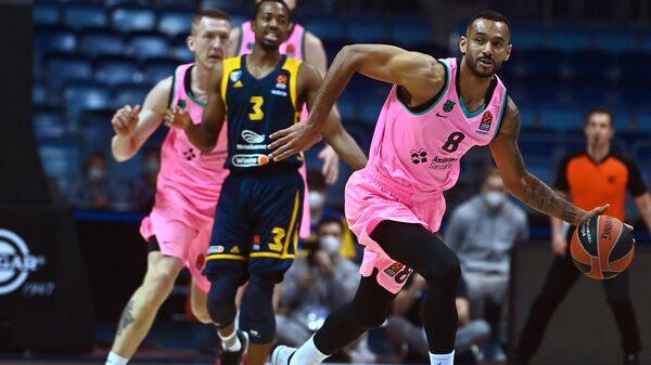Игрок Барселоны Адам Ханга в матче 19-го тура регулярного чемпионата мужской баскетбольной Евролиги сезона 2020/2021 между БК Химки (Химки, Россия) и БК Барселона (Барселона, Испания).