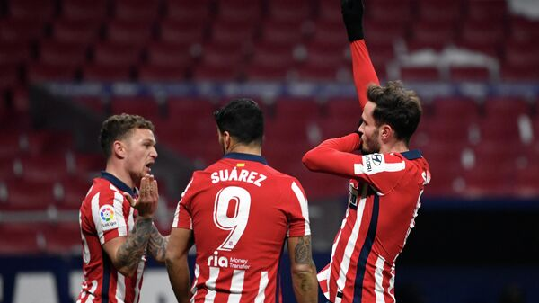 Atletico Madrid's Spanish midfielder Saul Niguez (R) celebrates scoring his team's second goal during the Spanish League football match between Atletico Madrid and Sevilla at the Wanda Metropolitano stadium in Madrid on January 12, 2021. (Photo by PIERRE-PHILIPPE MARCOU / AFP)