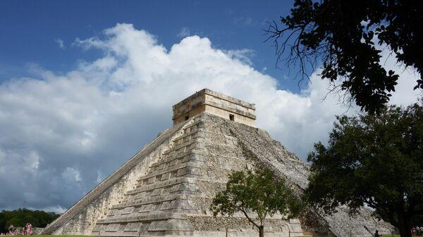 Храм Кукулькана в доколумбовом городе Чичен-Ице цивилизации майя в Мексике