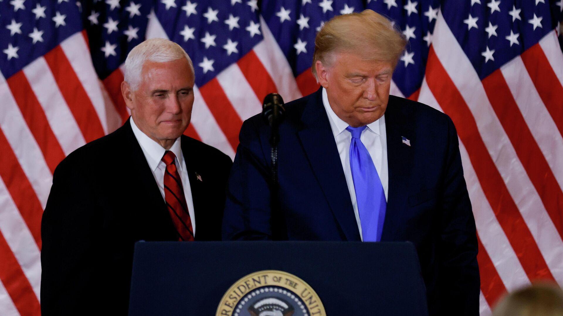 Президент США Дональд Трамп и вице-президент Майк Пенс в Восточной комнате Белого дома в Вашингтоне, США - РИА Новости, 1920, 13.01.2021
