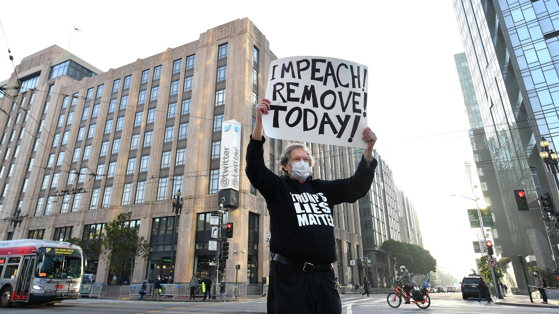 Одиночный пикет против президента США Дональда Трампа у штаб-квартиры Twitter в Сан-Франциско - РИА Новости, 1920, 14.01.2021