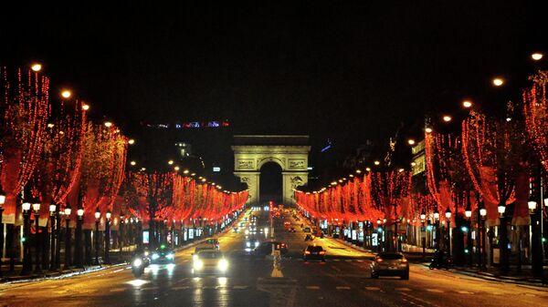 Праздничная иллюминация на Елисейских Полях в Париже