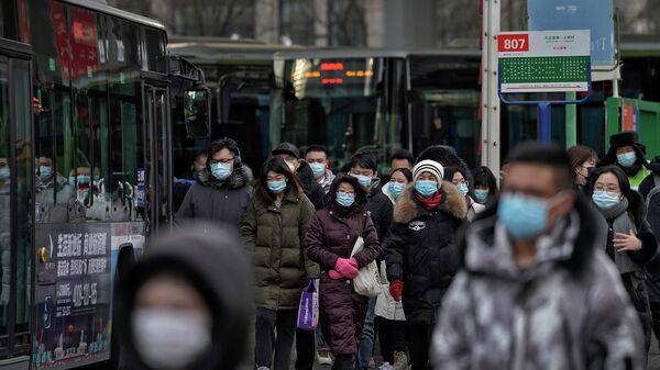 Люди в медицинских масках в Пекине