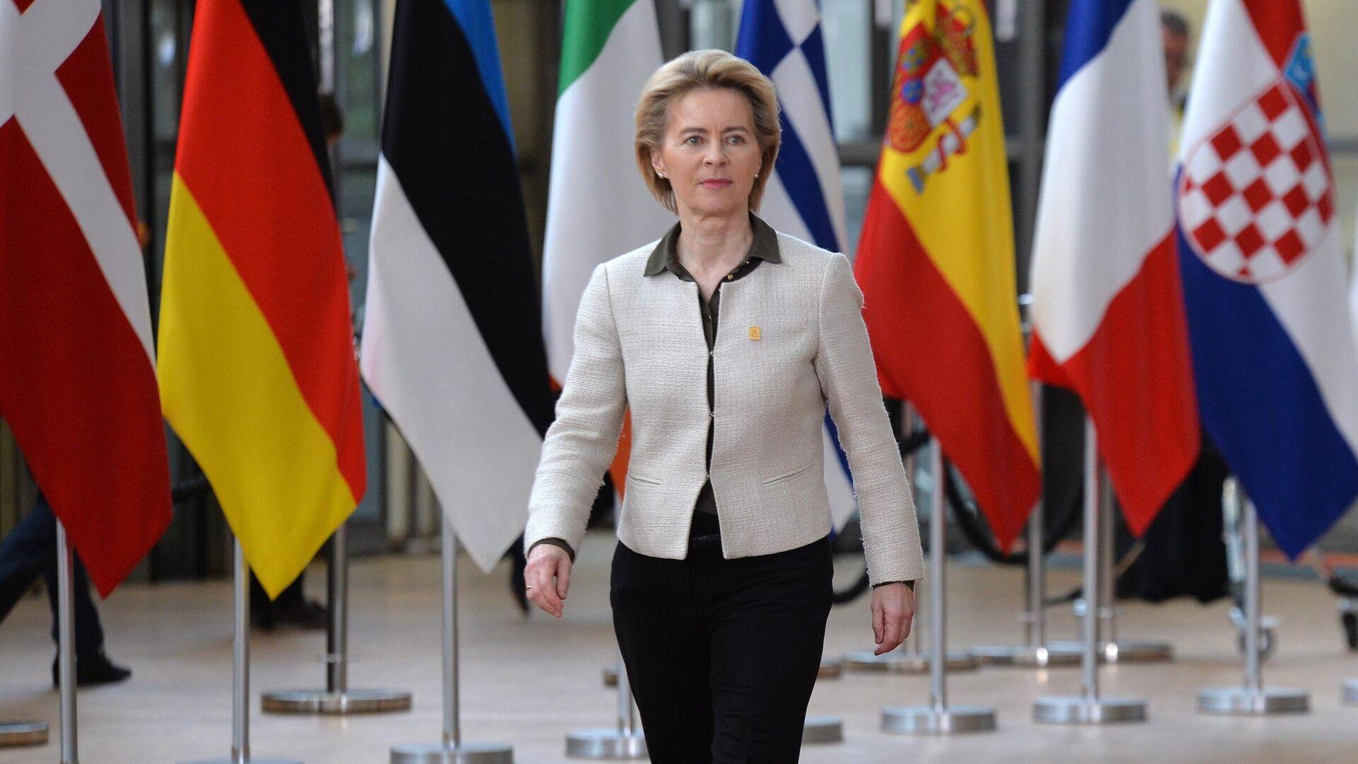 Председатель Европейской комиссии Урсула фон дер Ляйен на саммите ЕС в Брюсселе - РИА Новости, 1920, 17.02.2021