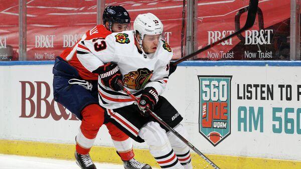 Нападающий Флориды Пантерз Брэтт Коннолли в матче НХЛ против Чикаго Блэкхоукс