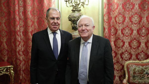 Министр иностранных дел РФ Сергей Лавров и представитель по альянсу цивилизаций ООН Мигель Анхель Моратинос во время встречи
