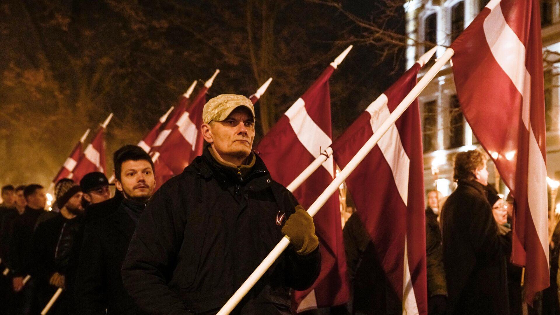 Участники факельного шествия в честь Дня независимости Латвии в Риге - РИА Новости, 1920, 24.01.2021