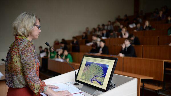 Преподаватель в аудитории Новосибирского педагогического университета