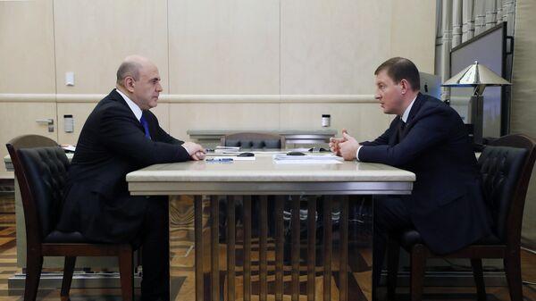 Председатель правительства РФ Михаил Мишустин и секретарь генерального совета партии Единая Россия Андрей Турчак во врем встречи