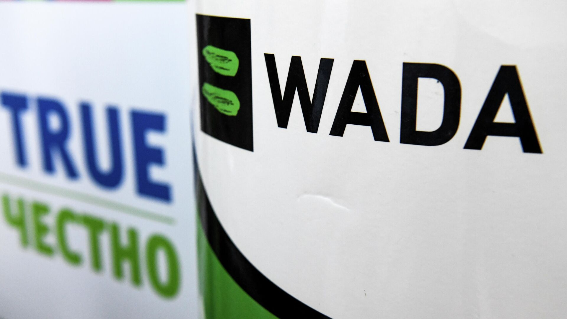 The World Anti-Doping Agency or WADA logo is pictured at the Russkaya Zima (Russian Winter) Athletics competition in Moscow on February 9, 2020. - The entire board of Russia's athletics federation has resigned as the government attempts to find a way out of the country's deepening doping crisis before this year's Olympic Games. (Photo by Kirill KUDRYAVTSEV / AFP) - РИА Новости, 1920, 27.01.2021