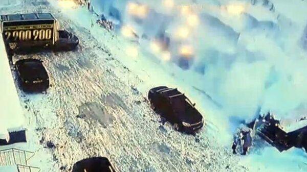 Сошедший с крыши снег чуть не убил двух женщин в Уфе