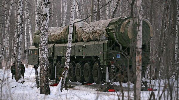 Ракетный комплекс Тополь на полигоне в Новосибирской области