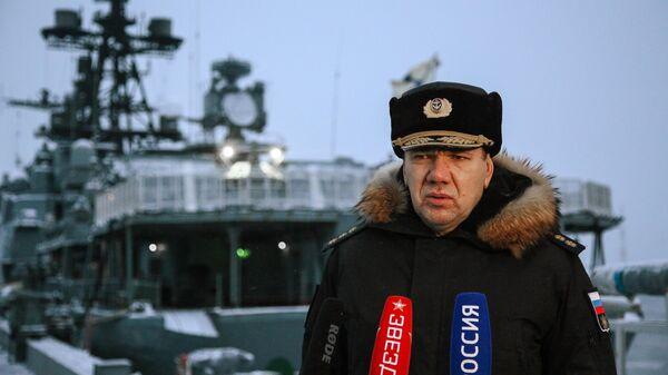 Командующий Северным флотом адмирал Александр Моисеев во время встречи нового большого десантного корабля проекта 11711 Пётр Моргунов