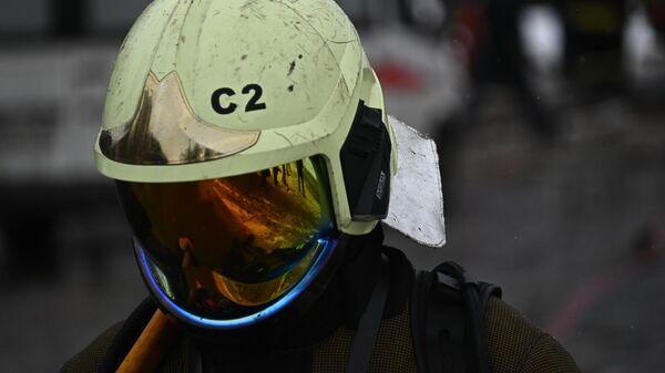 В Волгограде загорелась крыша цеха по производству дроби