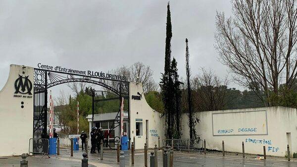 База футбольного клуба Марсель после атаки фанатов