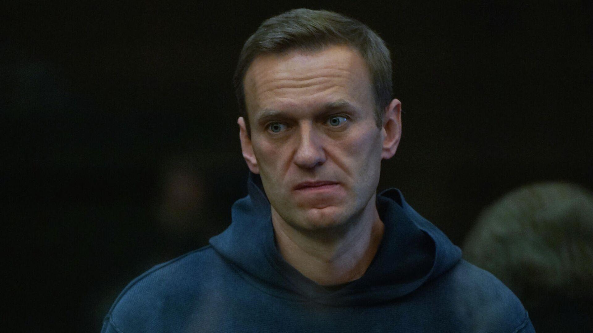 Медведев прокомментировал ситуацию с Навальным