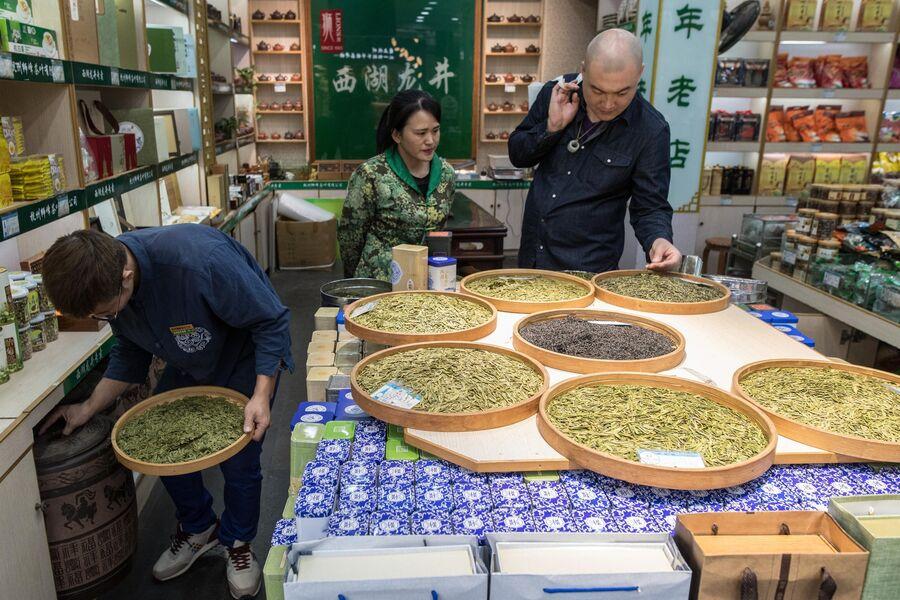 Магазин чая на улице Хэфан в городе Ханчжоу в КНР