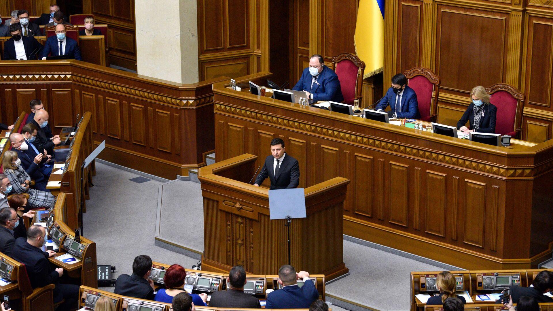 Президент Украины Владимир Зеленский выступает в Верховной Раде - РИА Новости, 1920, 03.02.2021