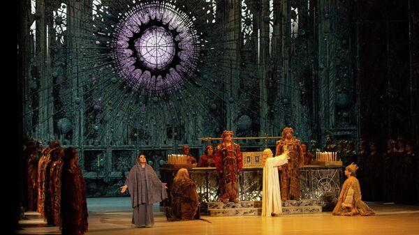 Актеры в опере Рихарда Вагнера Персифаль на Приморской сцене Мариинского театра.