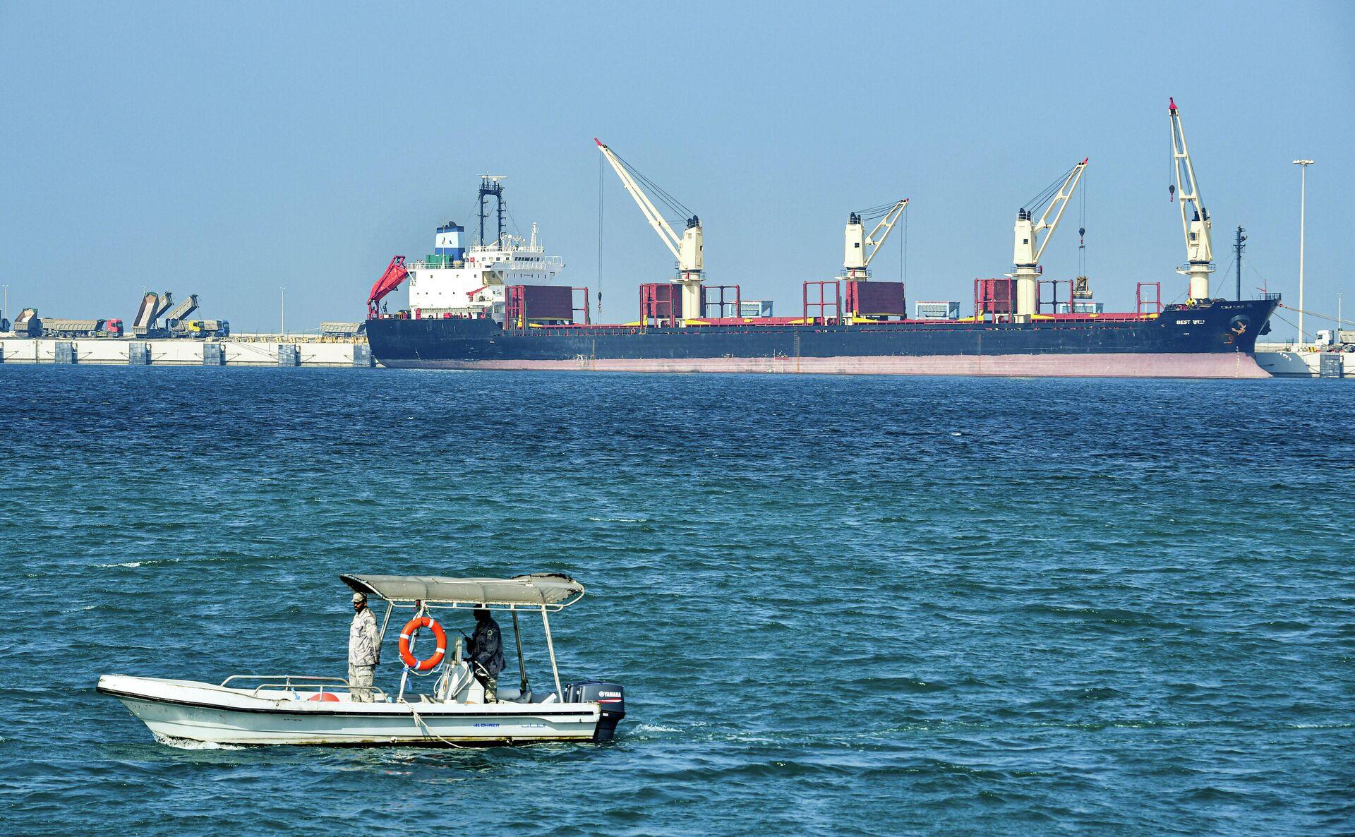 Нефтяной танкер в порту Рас-эль-Хаир в Саудовской Аравии - РИА Новости, 1920, 03.02.2021