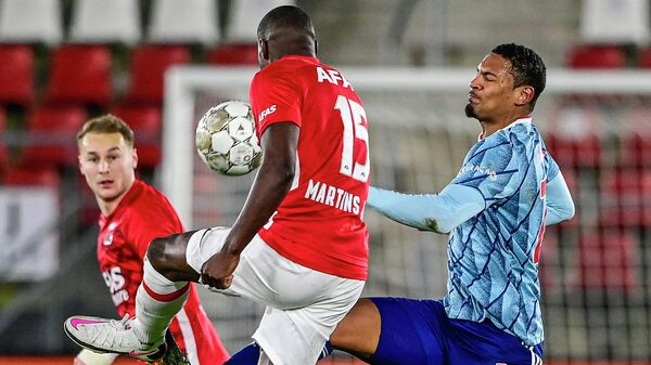 Ajax' French forward Sebastien Haller (R) and AZ Alkmaar's Dutch defender Bruno Martins Indi (C) fight for the ball during the Dutch Eredivisie football match between AZ Alkmaar and Ajax Amsterdam at the AFAS stadium in Alkmaar, the Netherlands, on January 31, 2021. (Photo by Olaf Kraak / ANP / AFP) / Netherlands OUT
