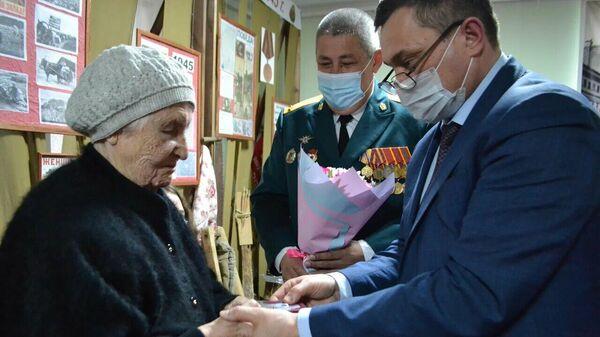 Медаль участника Великой Отечественной войны Михаила Феоктистова торжественно передали его сестре в Татарстане