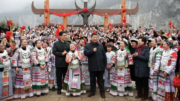 Генеральный секретарь ЦК КПК, председатель КНР и Центрального военного совета Си Цзиньпин поздравил многонациональный народ страны с приближающимся праздником Весны