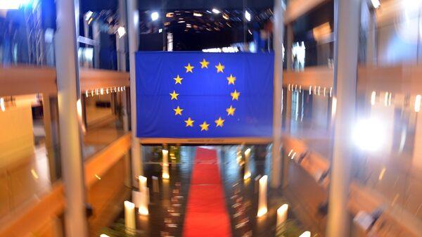 Флаг Евросоюза в главном здании Европейского парламента в Страсбурге