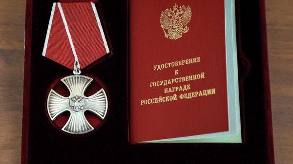 На церемонии вручения орденов Мужества родственникам погибших пожарных в Красноярске