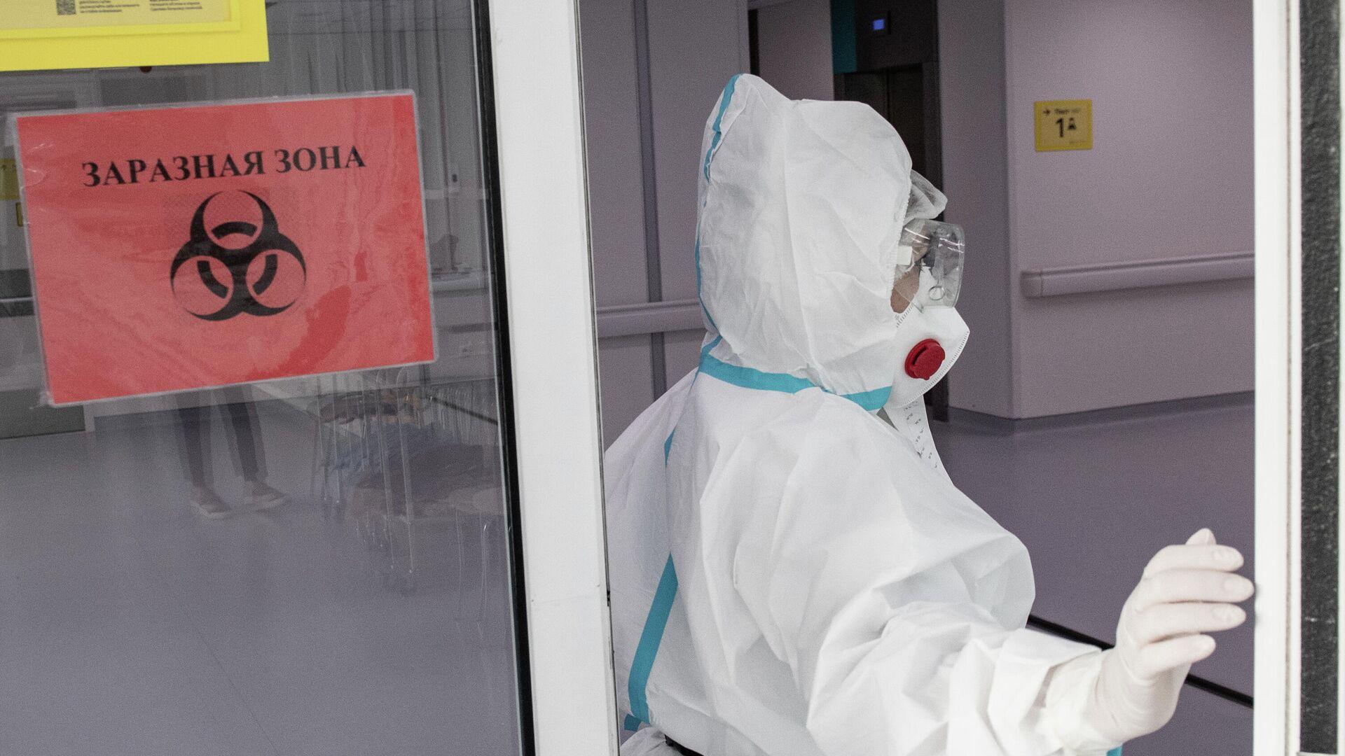 Врач городской клинической больницы №40 в Москве, где проходят лечение больные коронавирусной инфекцией  - РИА Новости, 1920, 08.04.2021
