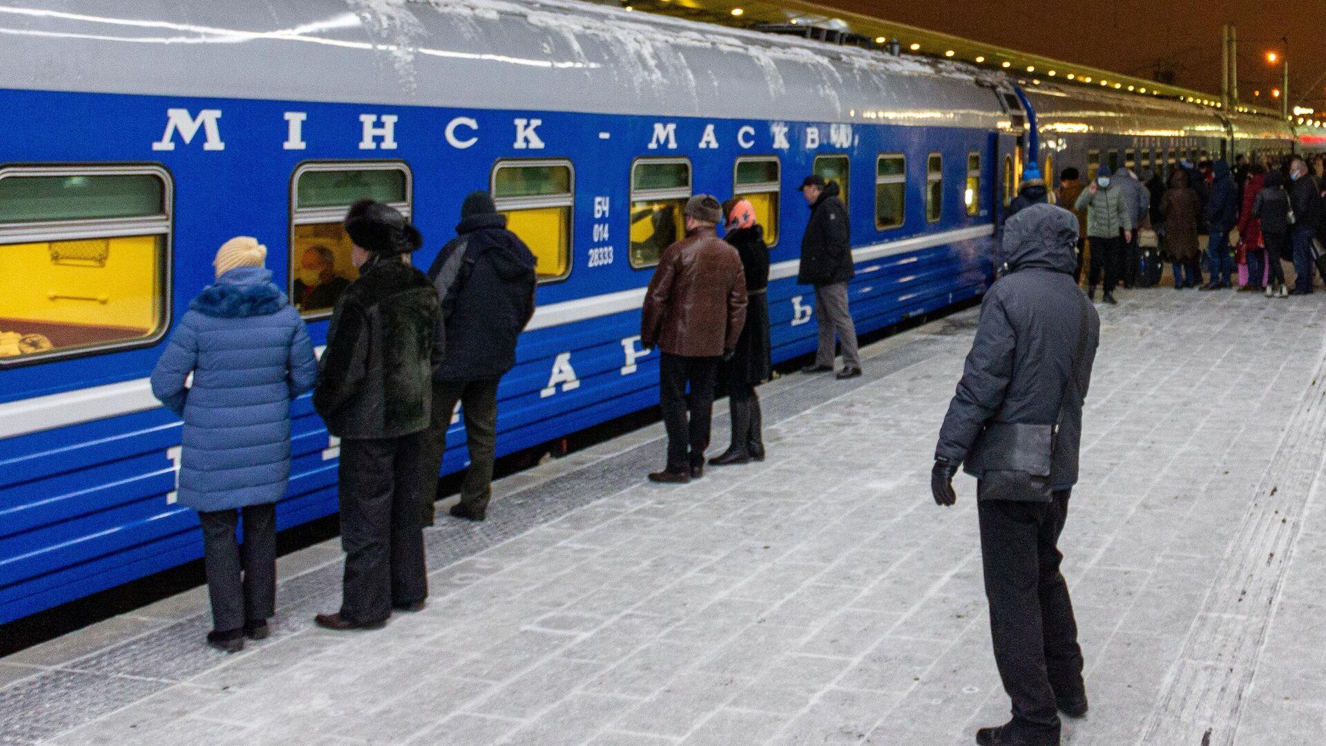 Поезд Минск-Москва на железнодорожном вокзале в Минске - РИА Новости, 1920, 19.02.2021
