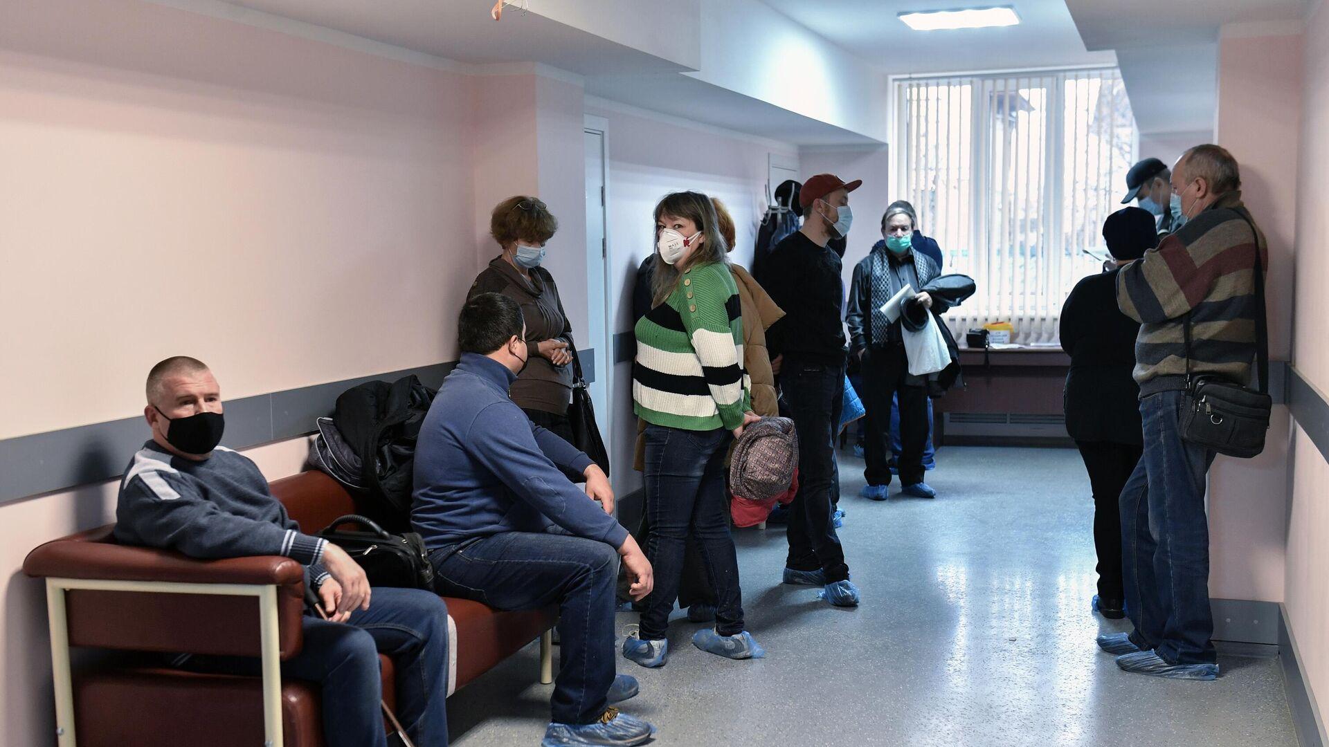 Вакцинация жителей Симферополя от коронавируса - РИА Новости, 1920, 10.02.2021