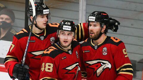 Хоккеисты омского Авангарда в матче КХЛ