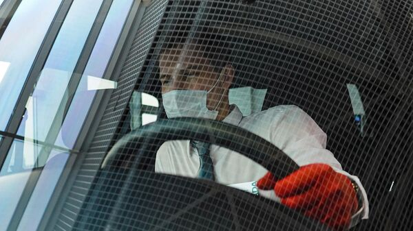 Менеджер в салоне автомобиля LADA Niva Travel