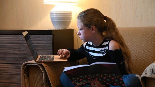 Репетиторы-волонтеры: фонд Подсолнух запустил новую программу