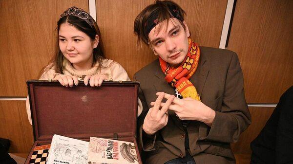 Слава КПСС с подругой в подругой в Санкт-Петербурге
