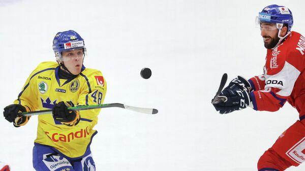 Хоккеисты Йонатан Беррген и Михал Моравчик (слева направо)