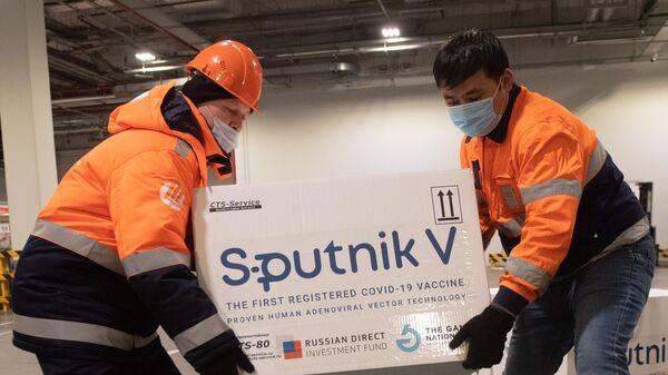 Гинцбург заявил, что Спутник V защищает от разных штаммов коронавируса