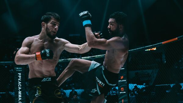 Джихад Юнусов (слева) в бою с Диего Брандао