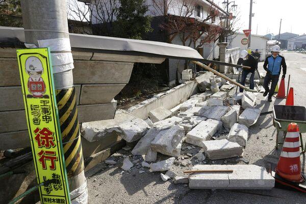 """Картинки по запросу """"землетрясение япония 14 февраля"""""""