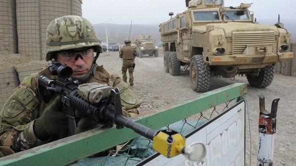 Грузинский военнослужащий на базе возле города Гардабани