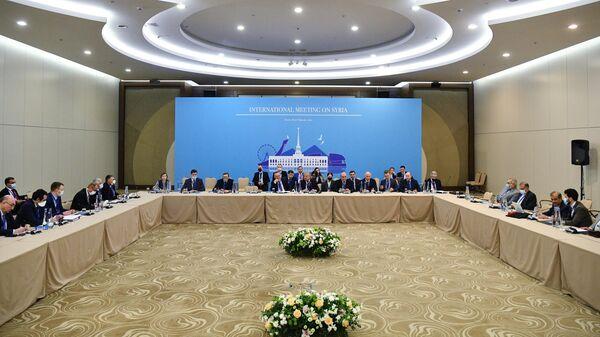 Представители турецкой, российской и иранской делегаций на XV Международной встрече по Сирии в Сочи