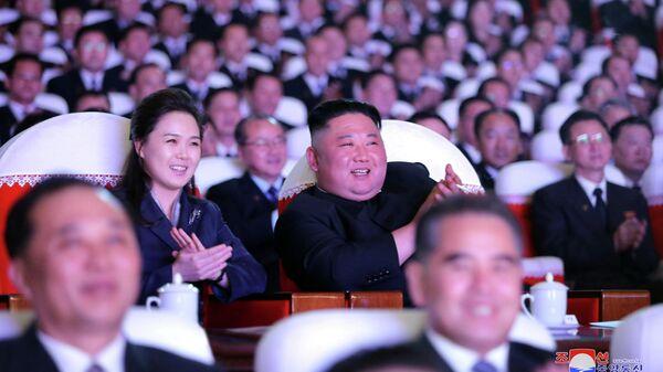 Ким Чен Ын с женой Ли Соль Чжу