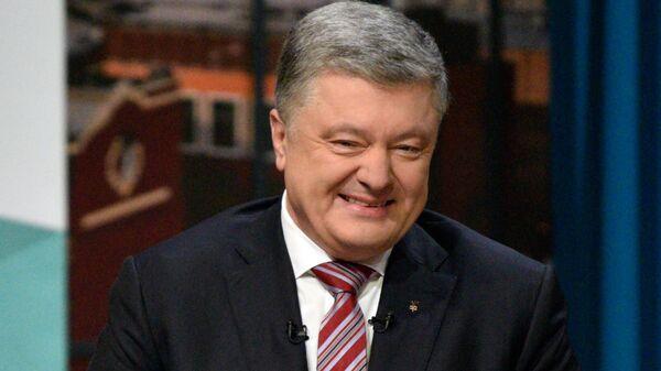Петр Порошенко во время дискуссии с представителями гражданского общества