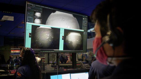Центр управления полетом марсохода Perseverance в Лаборатории реактивного движения НАСА в Пасадене