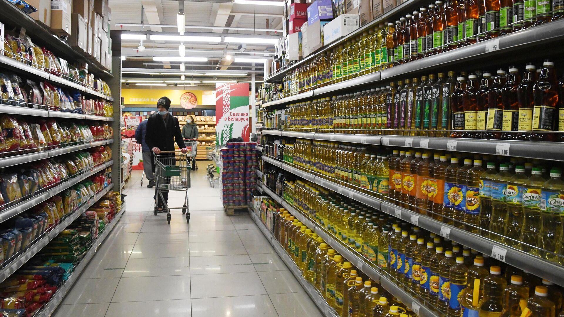 Покупатели в магазине Реми - РИА Новости, 1920, 03.03.2021