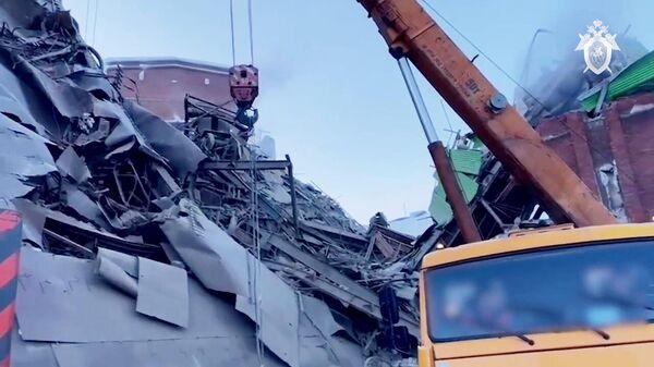 Последствия обрушения в цеху на Норильской обогатительной фабрике. Стоп-кадр видео