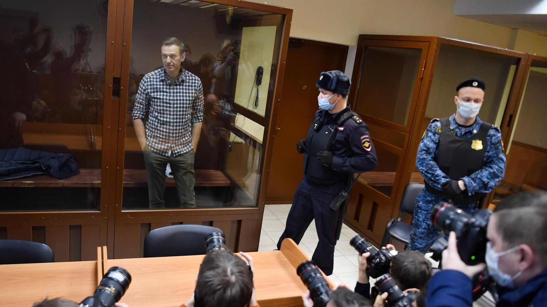 Алексей Навальный в зале Бабушкинского районного суда - РИА Новости, 1920, 30.04.2021