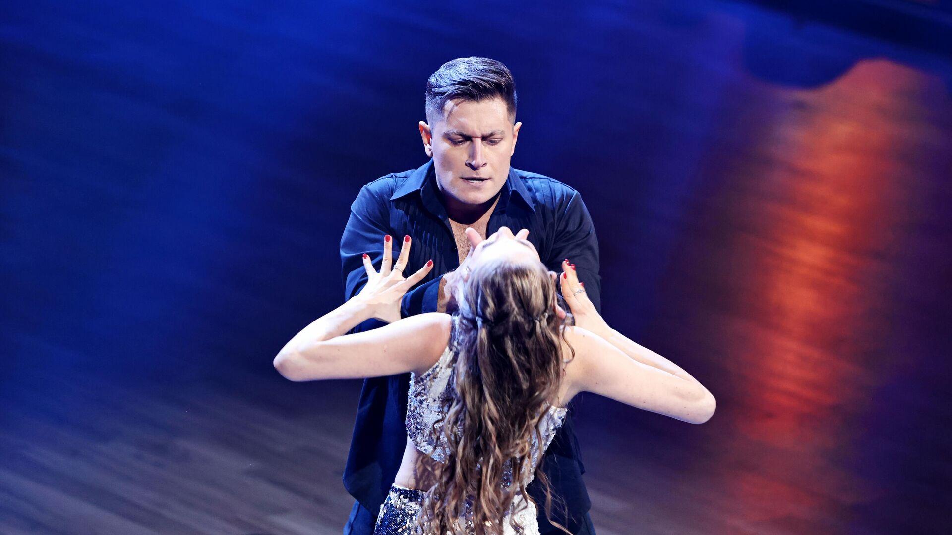 Блогер Давид Манукян (Dava) и Дарья Палей на шоу Танцы со звездами - РИА Новости, 1920, 22.02.2021