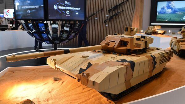 Макет танка Т-14 Армата на стенде Рособоронэкспорта выставки оборонной промышленности IDEX-2021 в Абу-Даби